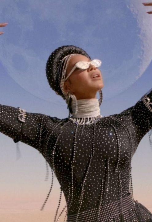 Em 'álbum visual', Beyoncé constrói narrativa afrofuturista para trilha de Rei Leão