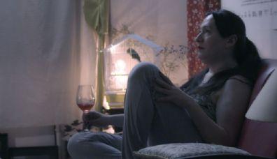 Atriz trans relata histórias de vida em filme exibido pelo Cine Teatro