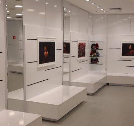 Beleza dos cabelos crespos é tema de exposição no Shopping Pantanal