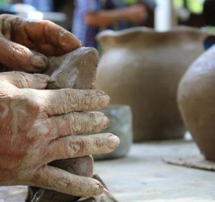 Ceramistas realizam homenageiam pioneira