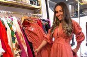 Empresária faz delivery de roupas, monta closet em bus e faz sucesso
