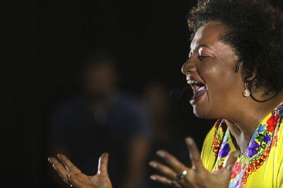 Luciene Carvalho manifesta versos de aquilombamento em tempos de pandemia; assista