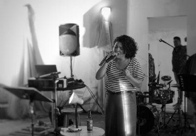 Luciana Bonfim canta Belchior em live no Instagram