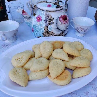 Empresa garante 'tchá-co-bolo' com receita tradicional de bolo de queijo cuiabano e opções recheadas