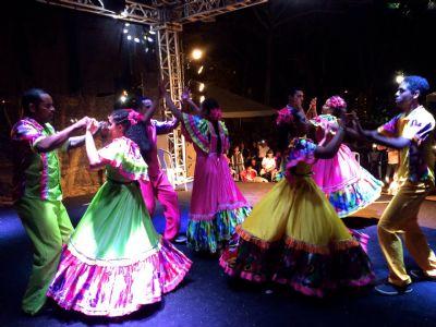 Formato 'serenata' é solução para levar dança, teatro e circo às casas dos chapadenses