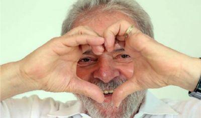 Economista revela que Lula está apaixonado e tem planos de se casar