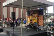 Criança de 6 anos leva ouro e bicicleta na Corrida de Reizinho - vídeo