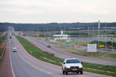 BR-163/MT: veículos de passeio movimentam rodovia durante feriado de Finados