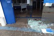 Vestidos de gari, bandidos explodem caixa eletrônico em agência da Caixa; Veja fotos