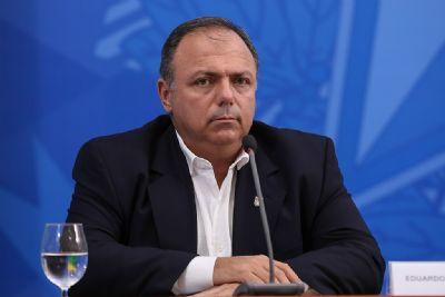 Ministro recebe defensores de aplicação retal de ozônio para tratar covid