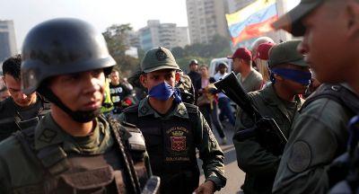 Guarda Nacional da Venezuela reprime manifestantes em tentativa de golpe