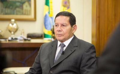 Mourão passa por procedimento ortopédico em Brasília