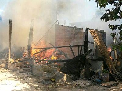 Incêndio destrói casa de madeira em Sinop