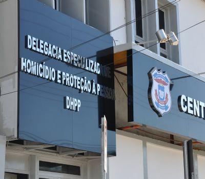 Polícia prende dois suspeitos de matar policial em casa