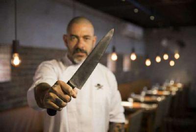 Após fechar restaurante, Henrique Fogaça se envolve em discussão e chama seguidor para briga física