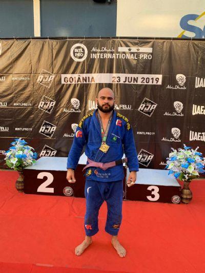 Atleta mato-grossense conquista titulo em competição internacional de Jiu-Jitsu em Goiânia