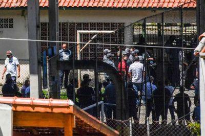 Profissional armado em escola não é solução, diz secretário de educação de SP