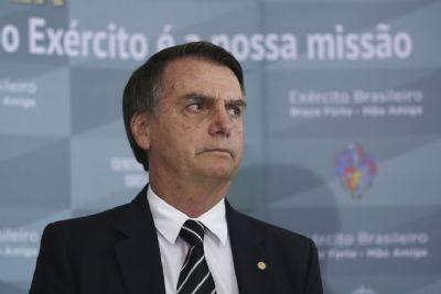 Juíza atende Ministério Público Federal e manda Bolsonaro suspender campanha