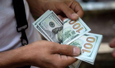 Dólar cai para R$ 5,22 e renova mínima desde janeiro