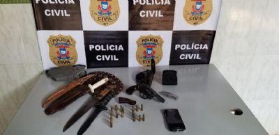 Homem é preso após ameaçar ex-mulher com arma de fogo