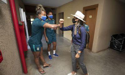 Marta se apresenta para período de treinos da seleção feminina