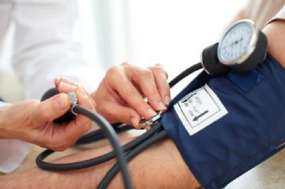 Pressão alta pode afetar crianças e adolescentes; saiba como prevenir