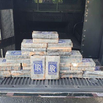 Homem é preso tentando pegar balsa com 38 kg de cocaína em carro