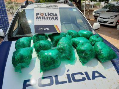 Jovem boliviana é presa com 13 sacos de folhas de coca