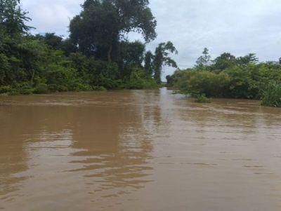 Rio transborda no município de Água Boa e região agrícola fica isolada
