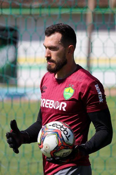 Walter deixa o Corinthians para ser protagonista no Cuiabá e fala da experiência