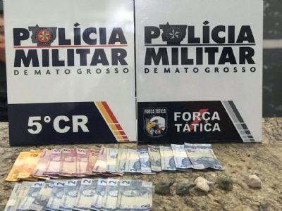 Força Tática prende homem com cinco porções e cocaína