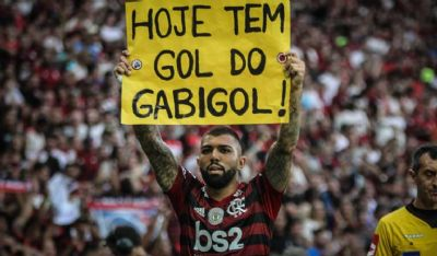 Flamengo é superior, vence Palmeiras no Maracanã e assume a ponta do Brasileirão