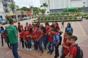 Alunos da rede municipal de Cuiabá fazem city tour no Centro Histórico
