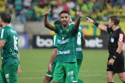 Itamar Schülle deve escalar Escobar e Júnior Todinho contra o Costa Rica-MS na volta da Copa Verde
