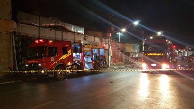 Incêndio destrói três lojas no centro de Cuiabá