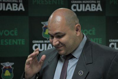 Abílio se exalta em reunião da Comissão e chama vereadores de corruptos