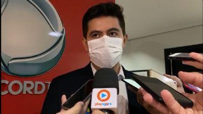 Aécio critica Pinheiro e diz que debate irá impulsionar campanha