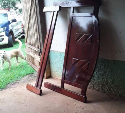 Mulher é detida por furto de móveis enquanto vizinhos mudavam