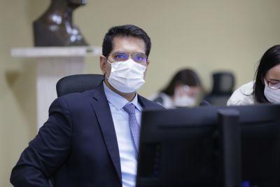 TCE-MT mantém suspenso contrato para iluminação da Orla de Cáceres