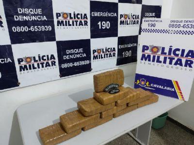 Cavalaria prende quatro em oficina que preparava carros para transportar drogas
