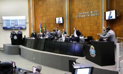 Deputados fazem sessão extra para votar remuneração para profissionais da Saúde afastados