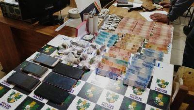 PM identifica rede de tráfico de droga e prende oito pessoas