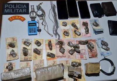 PM intercepta suspeitos com droga dentro de HB20