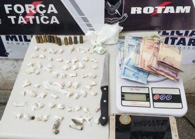 Força Tática prende dupla e apreende 68 porções de pasta base de cocaína