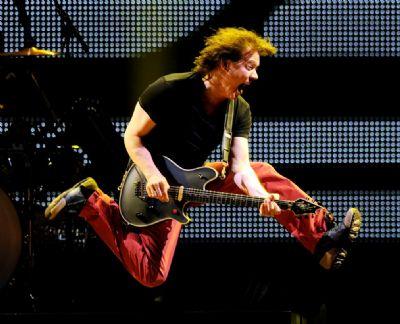 Eddie Van Halen, um dos maiores guitarristas da história do rock, morre aos 65 anos