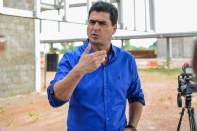 Emanuel estuda antecipar toque de recolher para 19 horas em Cuiabá