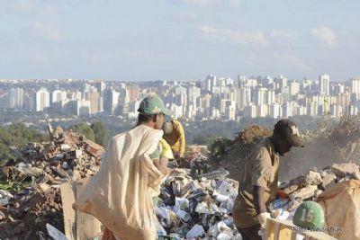 Quase metade dos municípios ainda despeja resíduos em lixões