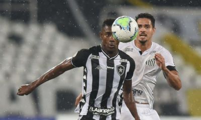 Finalista da Liberta, Santos duela com Botafogo em crise no Brasileiro