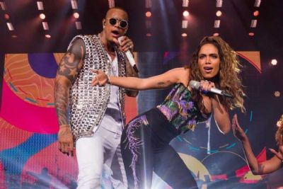 Léo Santana é flagrado excitado durante dança em show com Anitta