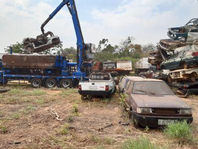 250 veículos apreendidos na Derfva são prensados hoje - vídeo